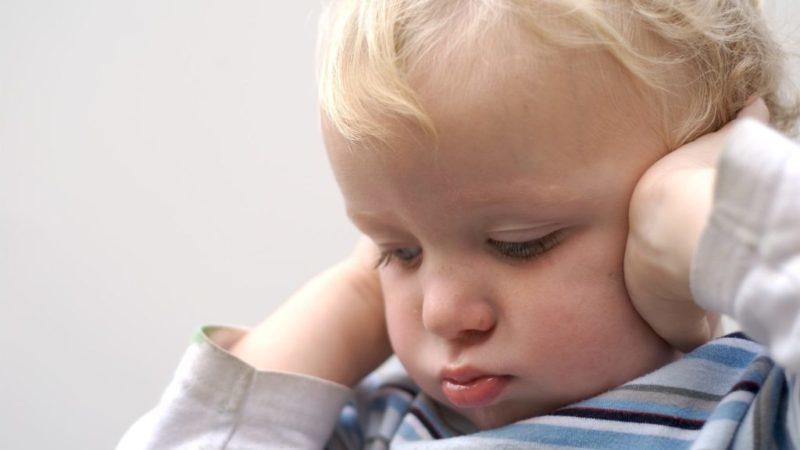 как определить и распознать отит у ребенка