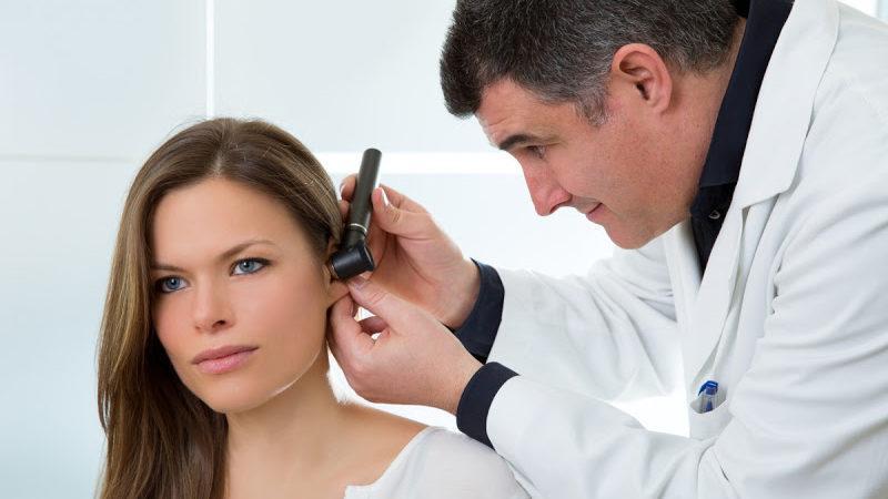 болит голова закладывает уши давление в норме