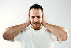 почему болит ушная раковина