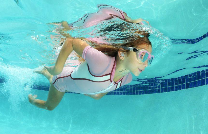 Как сделать так чтобы в бассейне в уши не попадала