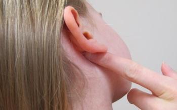 мокнет ухо внутри у взрослого