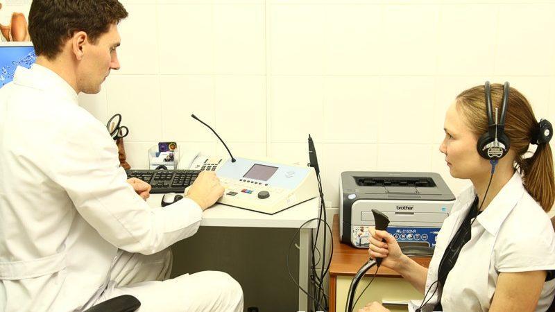 чем отличается слуховой аппарат от усилителя слуха