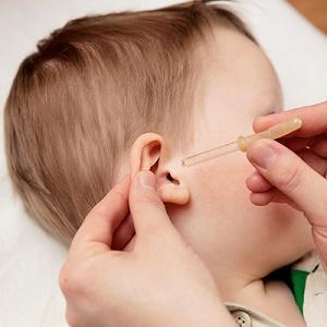течет ухо у ребенка что делать