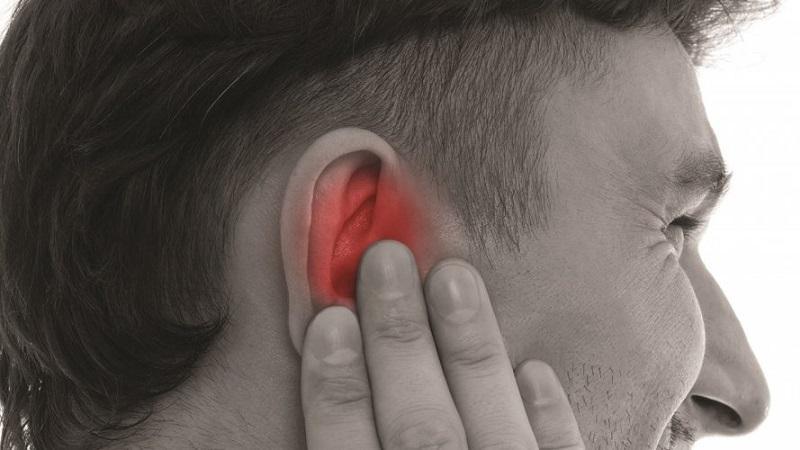 Что делать если заложило ухо и болит