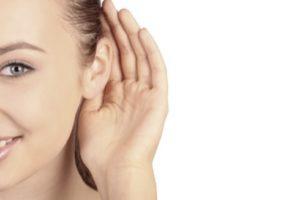 -почему закладывает правое ухо
