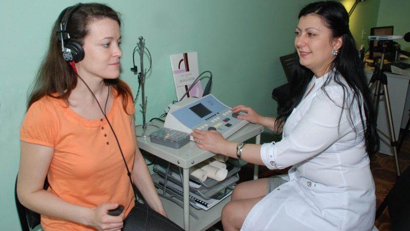 глухота на одно ухо причины лечение