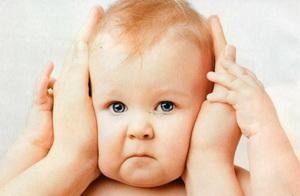-болит ухо у ребенка