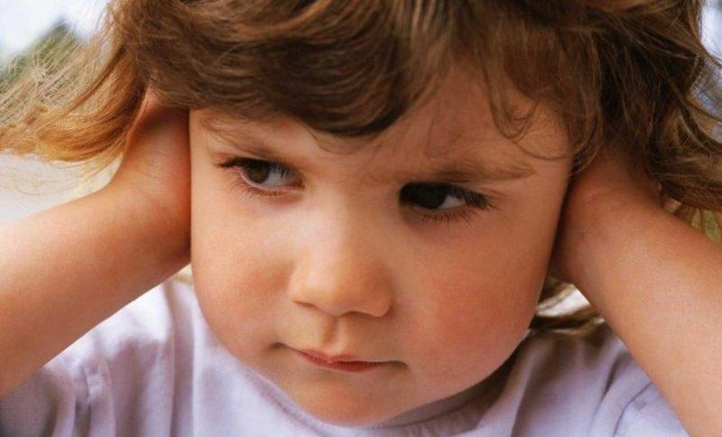 у ребенка шум в ухе