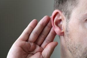 -понижение слуха и шум в ушах