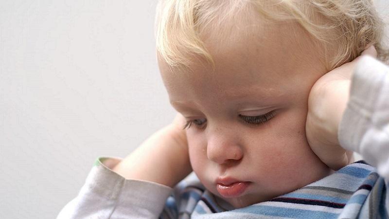 Болит ухо у ребенка 3 года