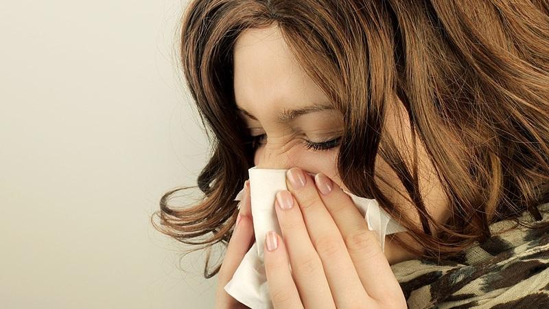 Почему закладывает ухо при простуде