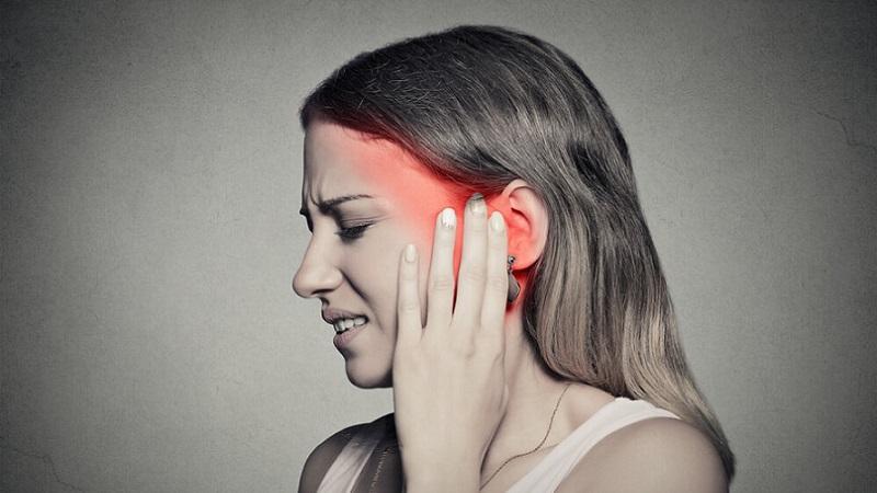 При болезни закладывает уши