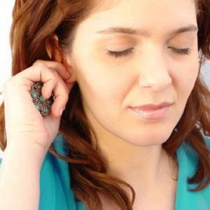 почему из уха идет воздух