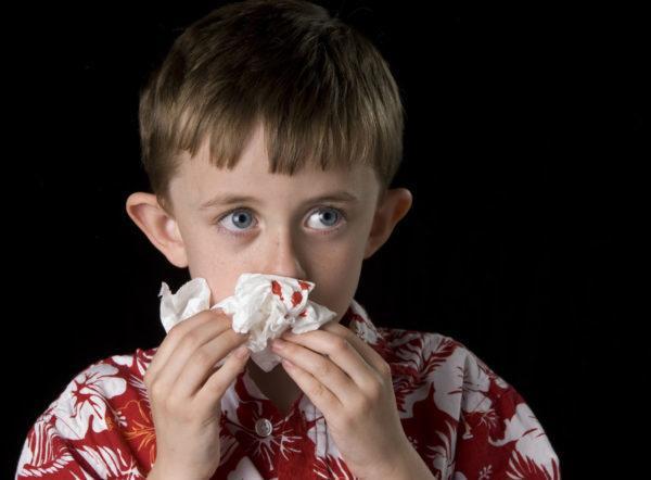 почему по утрам из носа идет кровь