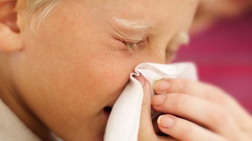 у грудничка заложен нос хрюкает и кашляет