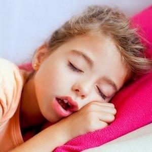 почему у ребенка не дышит нос ночью