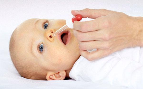 как и чем убрать сопли у новорожденного