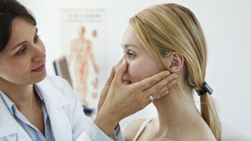 как и чем лечить течь из носа