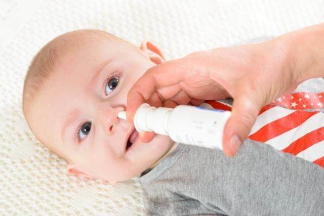 как и чем правильно отсасывать сопли у ребенка