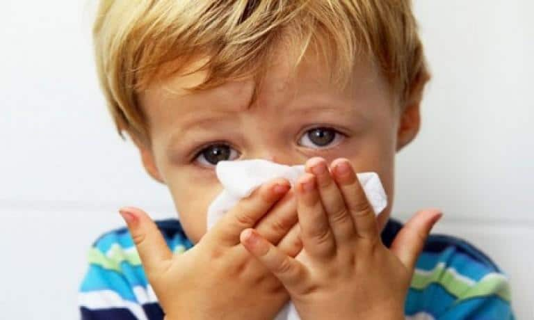 как помочь ребенку при насморке ночью