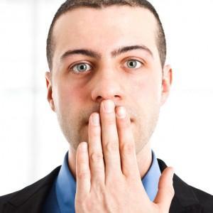 -выделения из носа с неприятным запахом