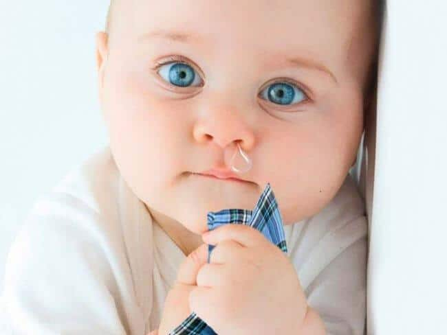 Как и чем лечить сопли у грудного ребенка по Комаровскому