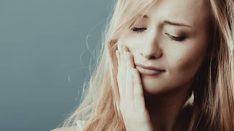 почему болят зубы при насморке