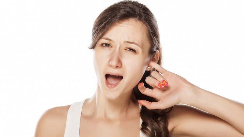 как и чем лечить заложенность уха при простуде