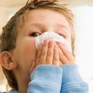 Что делать, если ребенок чихает и сопли