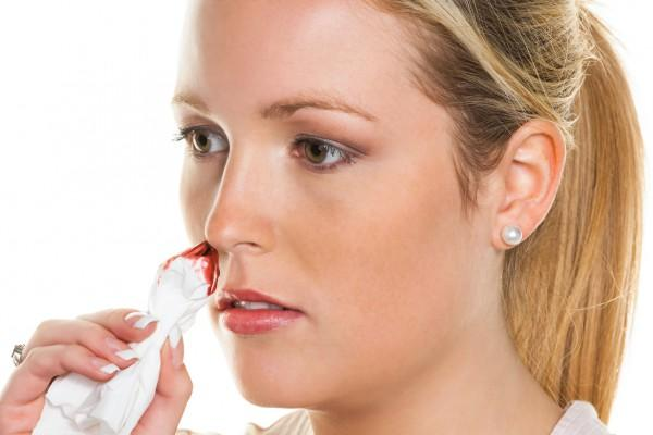 что делать при высоком давлении и крови из носа