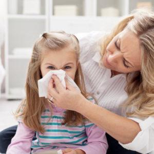 как и чем лечить текущие речьем сопли у ребенка