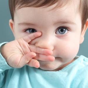 Как лечить сопли и температуру у ребенка?
