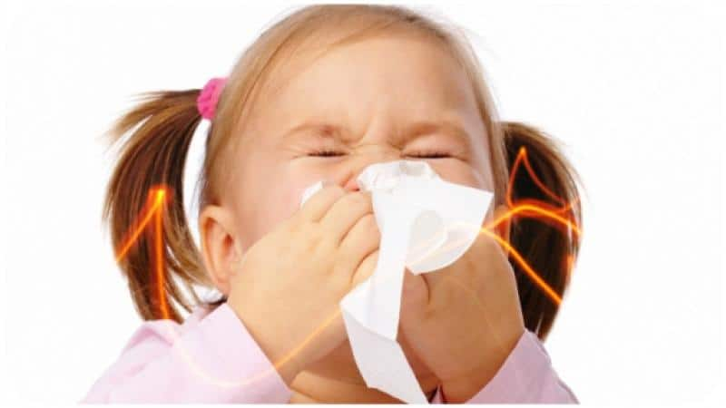 заставить ребенка чихать при насморке