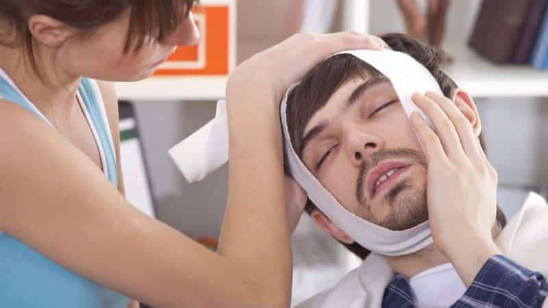 Мигрень болит голова и давит на нос