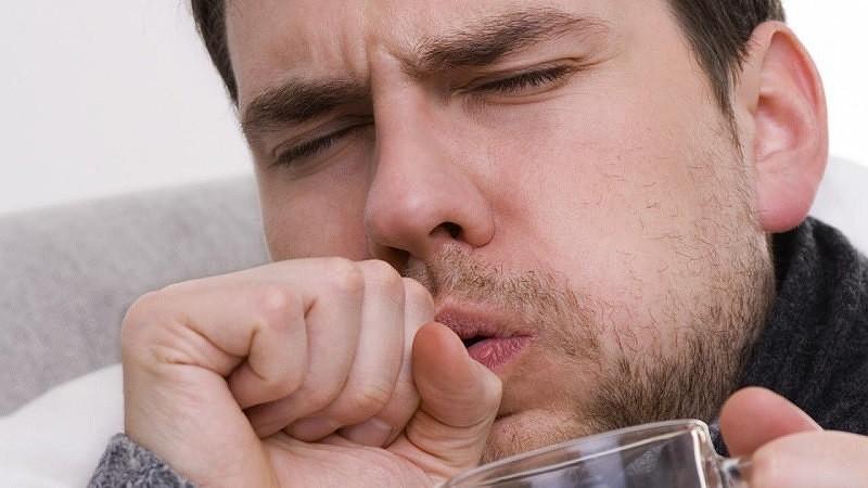 при вдохе сильный кашель