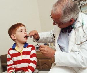 Как лечить тонзиллит у детей по доктору Комаровскому