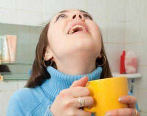 Чем и как правильно полоскать горло