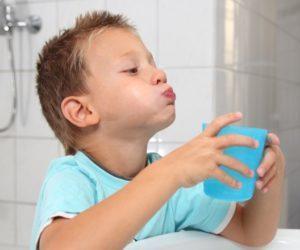 Как научиться полоскать горло
