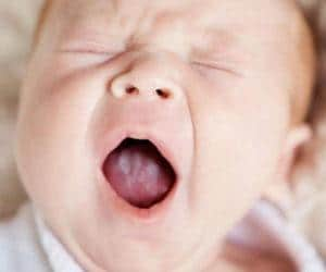 Как обработать горло Мирамистином грудничку