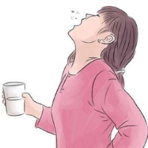 Как полоскать горло физраствором