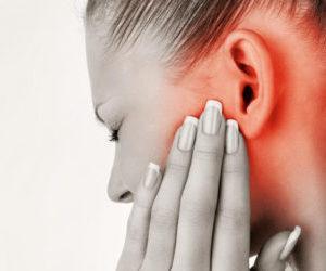 Почему чешутся уши у человека?